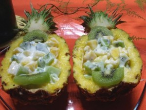 ananas-farci-aux-fruits